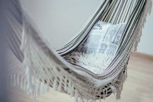 Modne krzesło brazylijskie – pomysł na relaks w domu i w ogrodzie