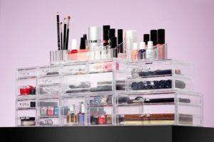 Praktyczne organizery na kosmetyki – sposób na porządek w łazience